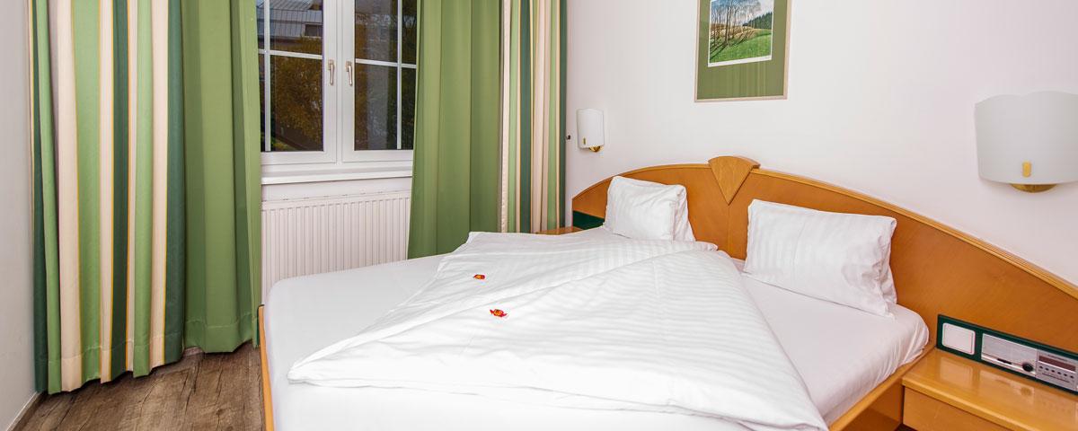 Schlafzimmer im Apartment des Hotel Xylophon in Lutzmannsburg