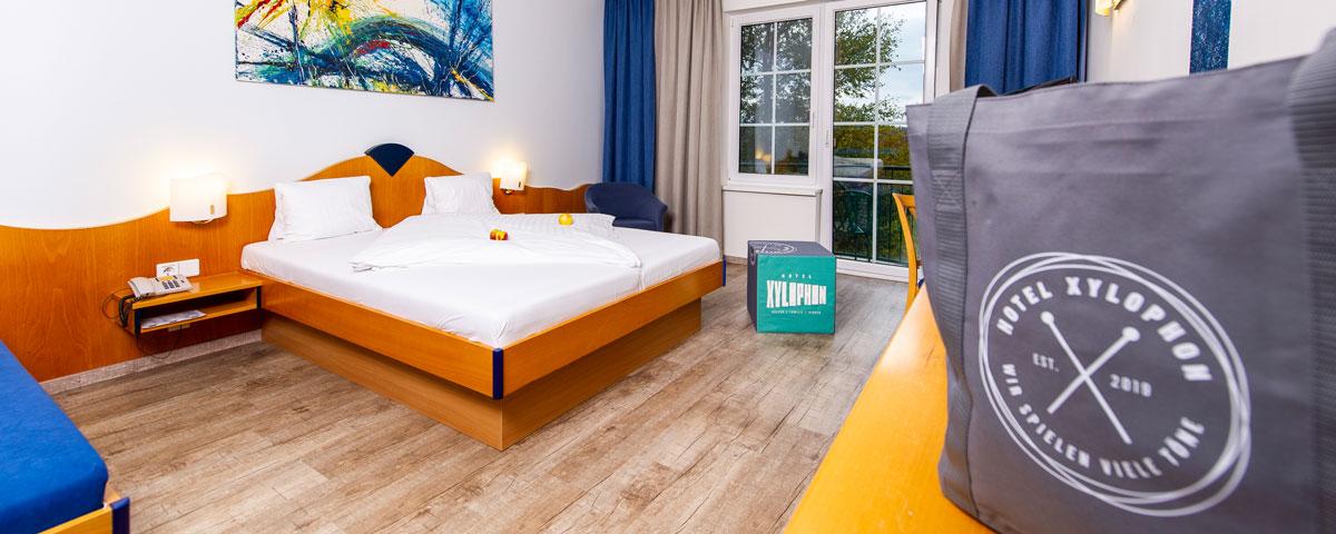 Doppelzimmer mit Balkon im Hotel Xylophon in Lutzmannsburg